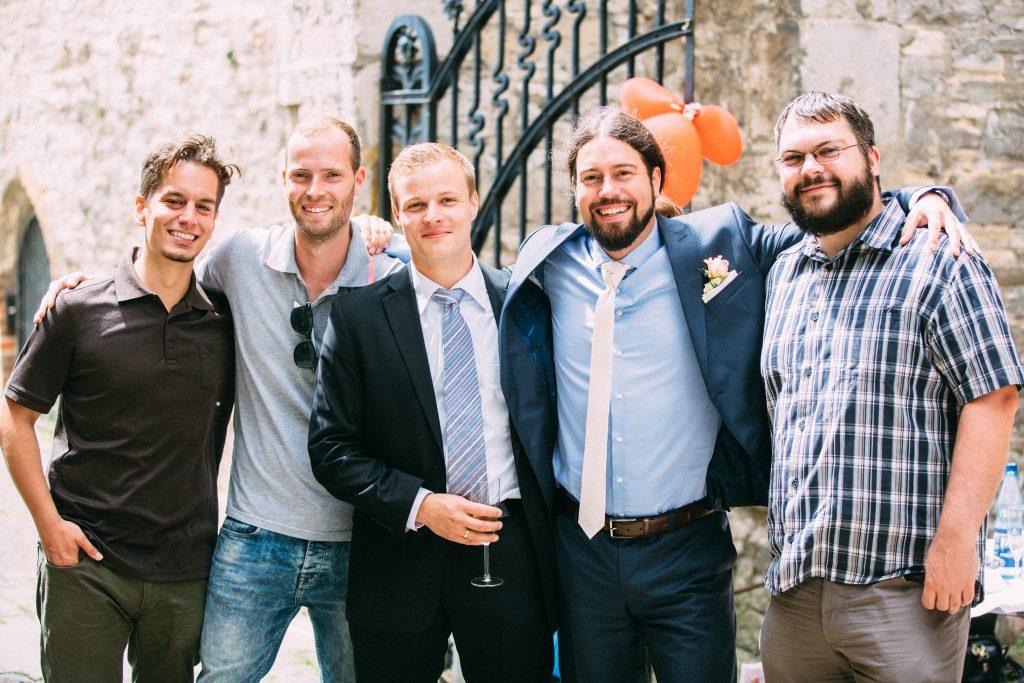 Tobias' Hochzeit in Schöningen. Unser Fotograf Sebastian sollte mit der Gesellschaft posieren.