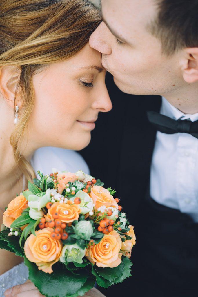 Als Hochzeitsfotograf aus Braunschweig fotografiert Hochzeitsfotografie Liebesvogel Brautpaare, Pärchen und Familienfeiern.
