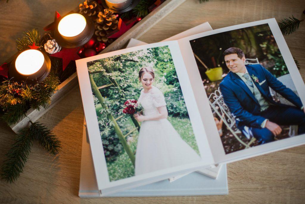Wir gestalten ein tolles Fotobuch aus den Hochzeitsfotos, die wir für Euch in Braunschweig und Umgebung machen.
